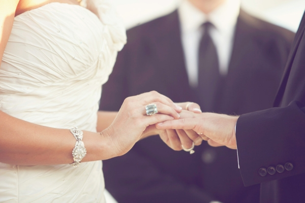 Your Wedding Ring: Should It Be Worn On Left Or Right Hand